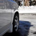 雪でスタックした車の脱出法って?