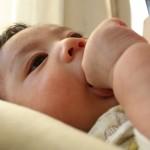 赤ちゃんが指しゃぶりであかぎれ!薬は?指しゃぶりっていつまで?