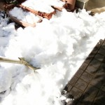 雪かきでスコップの使い方は?除雪や融雪剤のポイントは?
