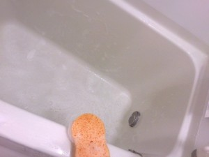 風呂の水垢は落ちない?その落とし方や洗剤は?