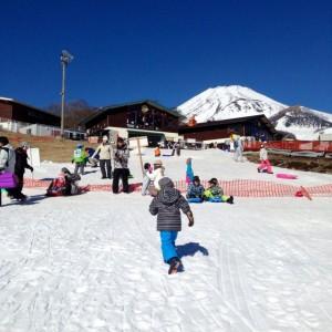雪遊びで幼児向けの関東の日帰りスキー場は?お得情報って?